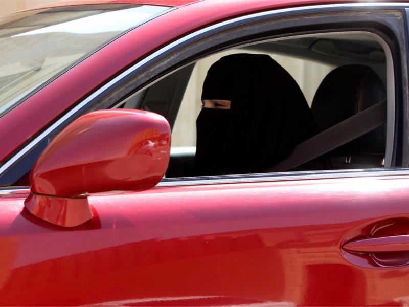 В Саудовской Аравии женщинам разрешили водить машину