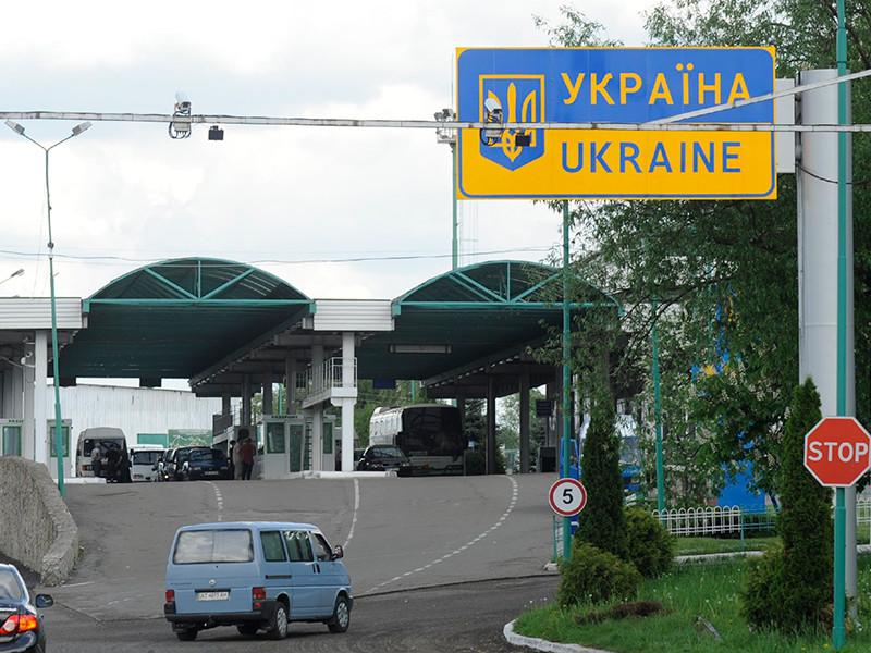 На границе Украины в воскресенье ждут прибытия Михаила Саакашвили - экс-президента Грузии, сначала получившего гражданство Украины и работавшего губернатором Одесской области, а затем лишенного постов и гражданства