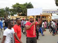 В столице африканской страны Ломе второй день проходят мирные массовые демонстрации оппозиции. Противники действующего режима уверяют, что в их акциях участвуют сотни тысяч человек