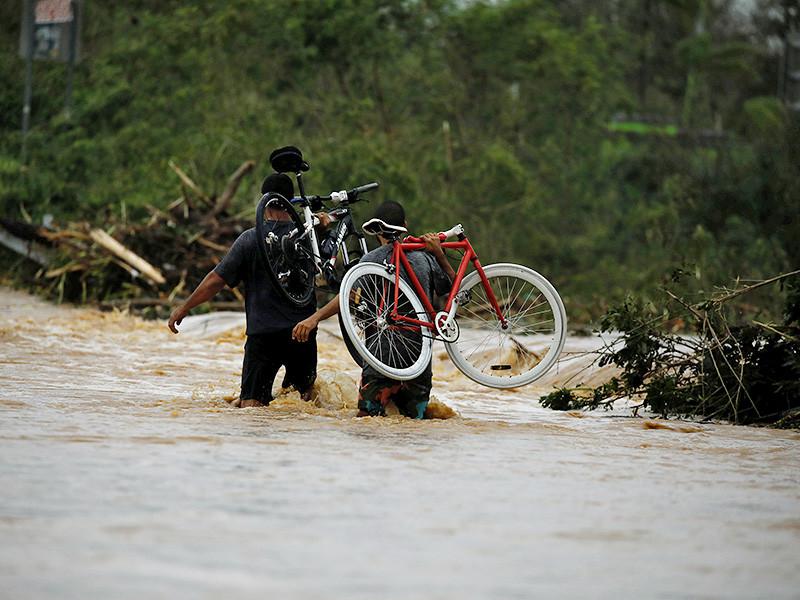 """Число жертв разрушительного урагана """"Мария"""", охватившего островные государства в Карибском море, продолжает расти. От разгула стихии погибли уже по меньшей мере 32 человека"""