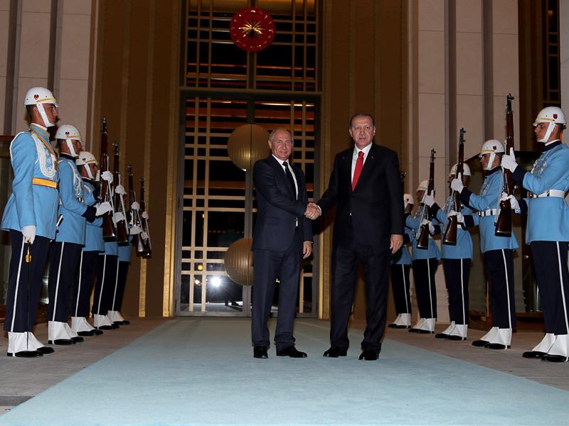 Президент РФ Владимир Путин прилетел в четверг, 28 сентября, в Анкару на переговоры с президентом Турции Реджепом Тайипом Эрдоганом