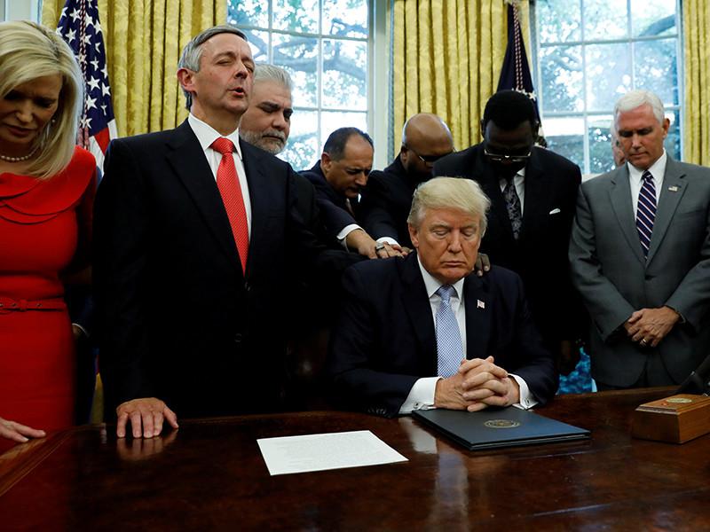 """Президент США Дональд Трамп направил конгрессу США запрос на предоставление 7,9 млрд долларов в качестве первого пакета помощи пострадавшим от вызвавшего масштабные наводнения урагана """"Харви"""""""