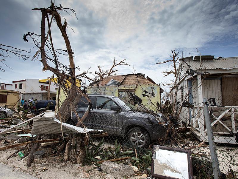 """На островах Сен-Мартен и Сен-Бартелеми, расположенных в Карибском бассейне, в результате разрушительных действий урагана """"Ирма"""", приближающегося к побережьям Кубы и Соединенных штатов Америки, погибли уже девять человек"""