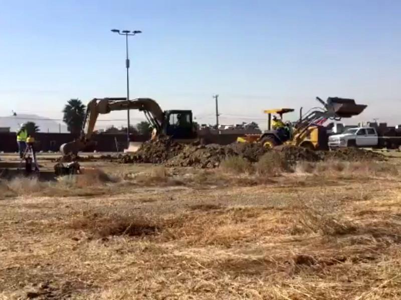 В США рядом с границей с Мексикой начали строить прототипы стены