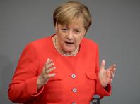 В Меркель бросили помидоры во время ее предвыборного мероприятия