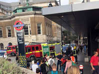 В Лондоне была эвакуирована станция метро Tower Hill после взрыва зарядного устройства мобильного телефона в поезде