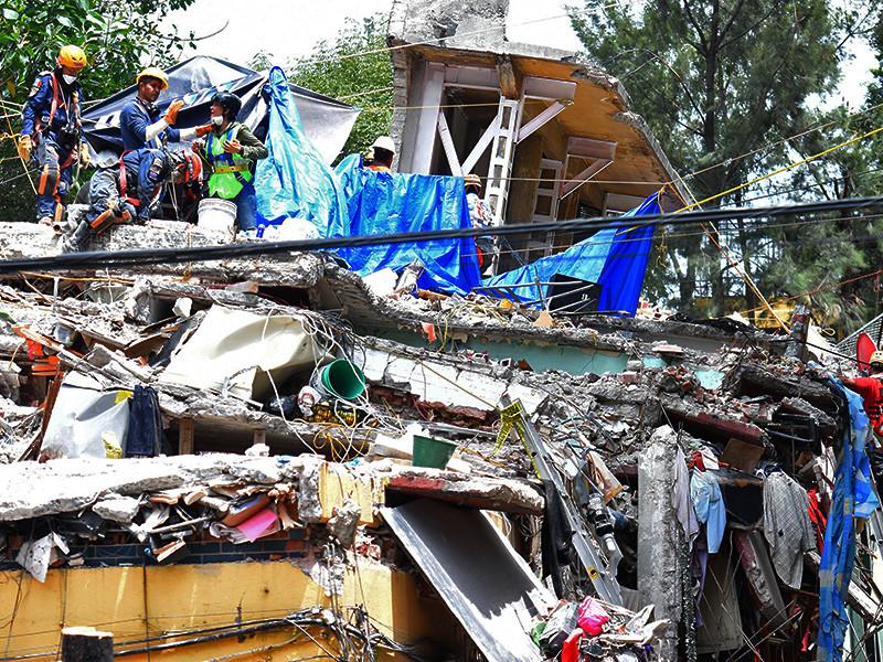 Афтершок магнитудой 6,2 прервал работы по разбору завалов в Мексике