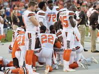 Полицейские Кливленда объявили бойкот местной футбольной команде из-за отказа ее темнокожих игроков стоять во время гимна