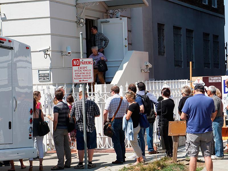 Представителей генконсульства РФ в Сан-Франциско оштрафуют за черный дым, появившийся из трубы перед закрытием дипмиссии