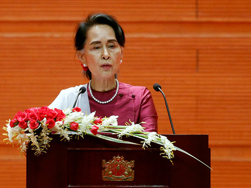Национальный лидер Мьянмы осудила насилие и позвала беженцев-рохинджа обратно в страну