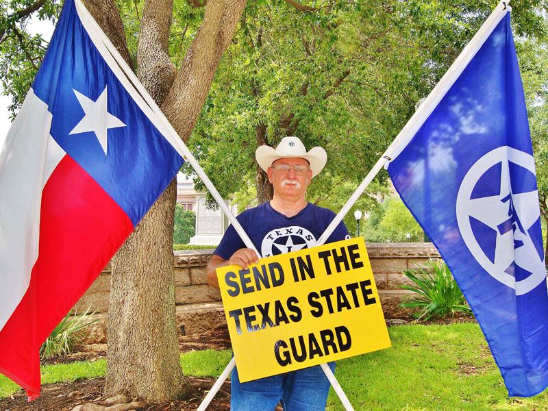 Группа в Facebook, предположительно связанная с Россией, предлагала сепаратистскому движению в Техасе организовать серию антимигрантских митингов, направленных против бывшего госсекретаря и кандидата в президенты США Хиллари Клинтон