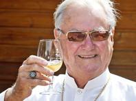 Принц Хенрик проводит большую часть времени у себя на винограднике во Франции. При этом официально он все еще женат на королеве и формально они живут вместе