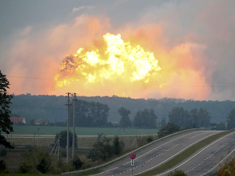 Прокуратура Украины считает диверсией пожар на военных складах в Винницкой области