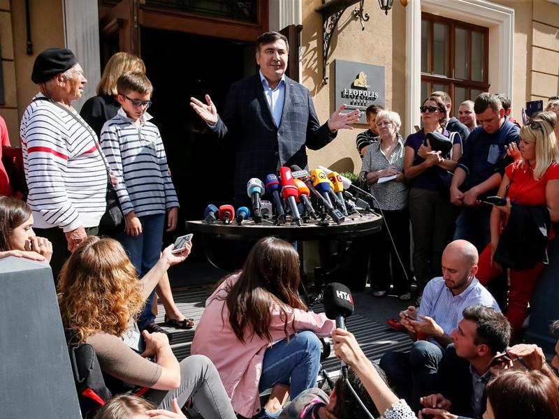Украинские силовики пришли в львовский отель, где остановился Саакашвили. Его соратники рассказали о задержаниях