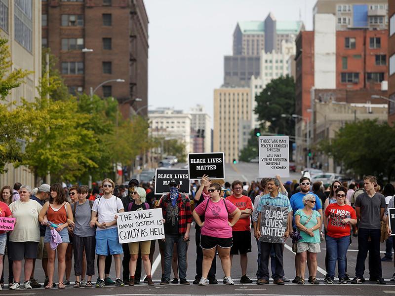 Протесты в американском Сент-Луисе, связанные с делом об убийстве полицейским афроамериканца, обернулись массовыми задержаниями