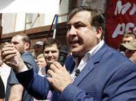На границу экс-президент Грузии едет в автобусе вместе с журналистами