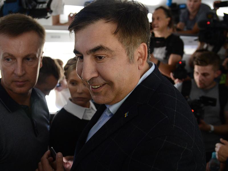 Экс-президенту Грузии Михаилу Саакашвили не потребовалось документов, чтобы попасть на территорию Украины: после попытки блокады КПП на Украину его внесла толпа
