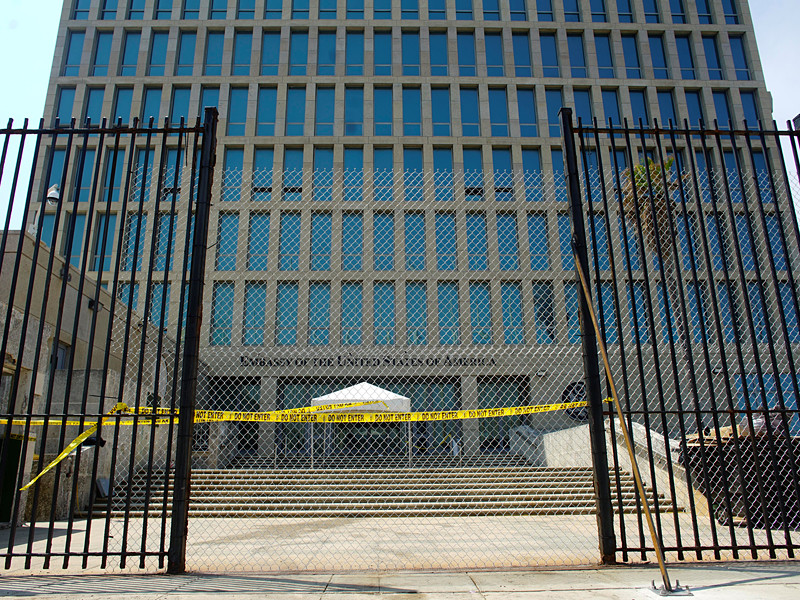 США отзывают дипломатов с Кубы и приостанавливают выдачу американских виз