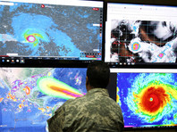 """Самолет пролетел сквозь око урагана """"Ирма"""", приближающегося к Флориде"""