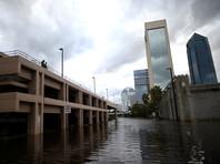 """Ураган """"Ирма"""" ослабел до тропической депрессии, но все еще угрожает наводнениями и мощным ветром"""