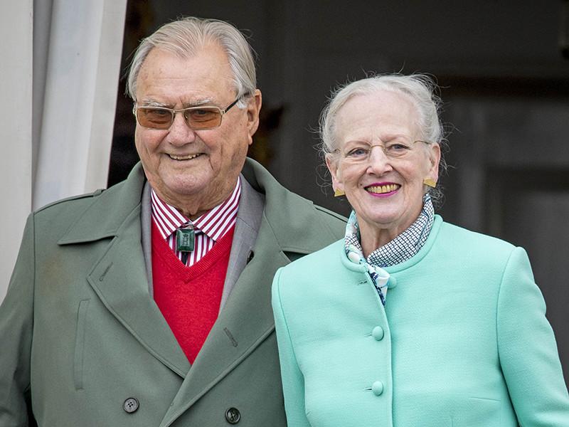 У супруга королевы Дании Маргрете II принца Хенрика диагностировали деменцию, которая влияет на его поведение, принятие решений и манеру общения