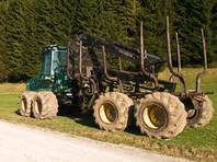 В Швейцарии колесо весом 600 кг, оторвавшись от трактора, упало на крышу гаража пожилых супругов (ФОТО)