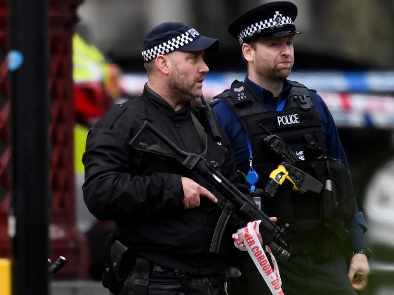 Британская полиция взяла штурмом боулинг-клуб, захваченный вооруженным преступником