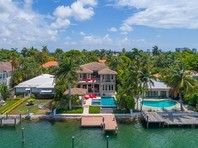 Согласно расследованию, с 2010 года генерал осел в Майами - городе с большой российской диаспорой - и тогда же приобрел недвижимость в одном из самых красивых и дорогих кондоминиумов класса люкс в районе Майами Дейд Continuum North Tower стоимостью 3,04 млн долларов