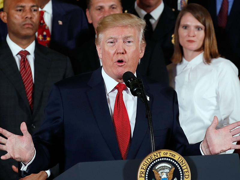 Трамп выступая в Белом доме, отметил, что в прошлом году из-за передозировки наркотиками погибли 64 тысячи американцев. По его словам, согласно данным статистики, США являются крупнейшим потребителем опиатов в мире