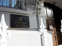 """В российском посольстве в Вашингтоне уже сообщили, что направили американской стороне """"решительный протест в связи с тем, что с объектов нашей дипломатической недвижимости в Сан-Франциско, находящихся под контролем властей США, сорваны российские флаги"""""""