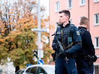 После череды атак нападавший скрылся. Полиция рекомендовала жителям не покидать домов, началась поисковая операция