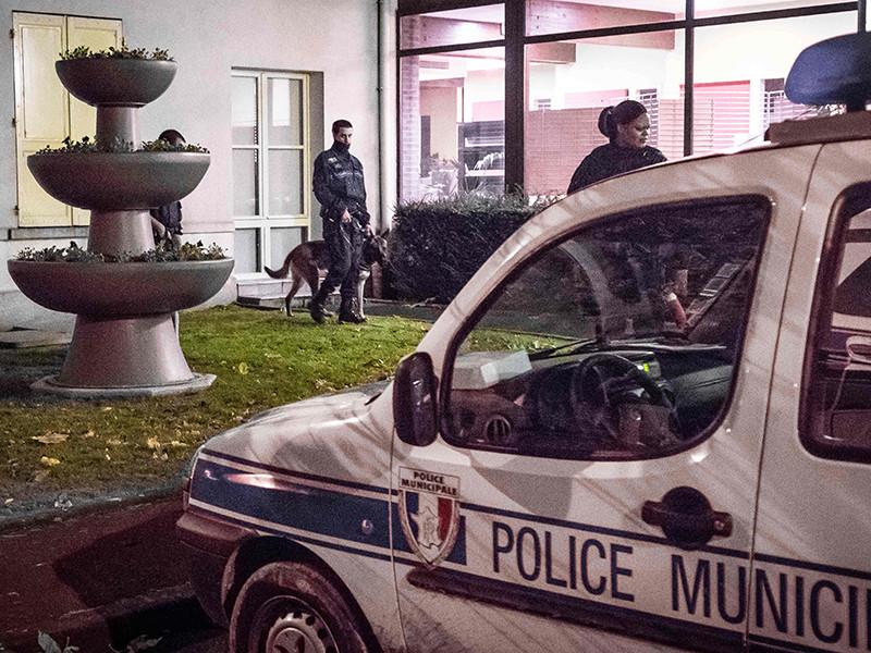 Французские жандармы задержали в ночь на вторник, 3 октября, пять человек, подозреваемых в подготовке теракта