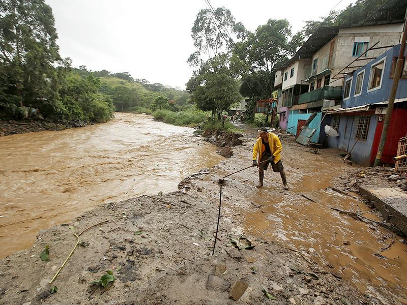 """На Центральную Америку обрушился тропический шторм """"Нэйт"""" - есть жертвы"""