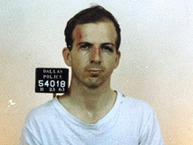 Федеральное бюро расследований (ФБР) вело наблюдение за Ли Харви Освальдом почти за месяц до убийства 35-го президента США Джона Кеннеди
