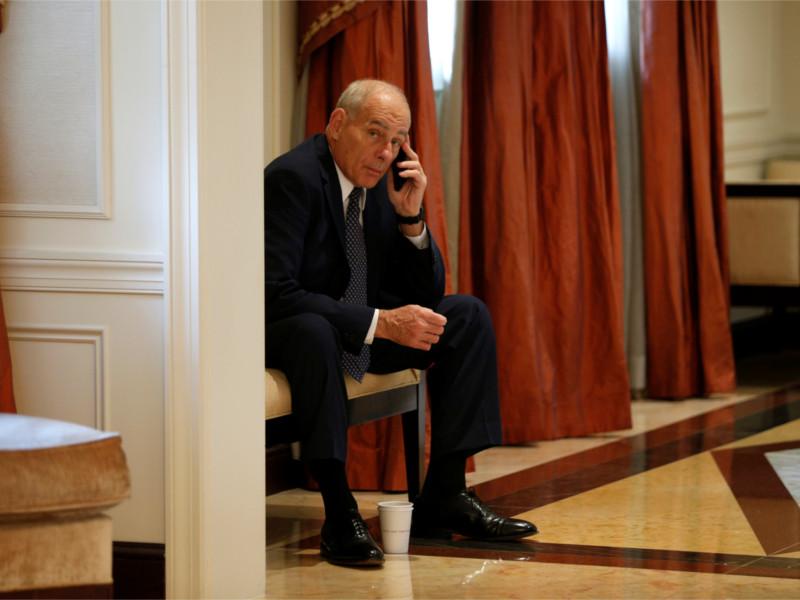 СМИ узнали о взломе телефона главы аппарата Белого дома Джона Келли