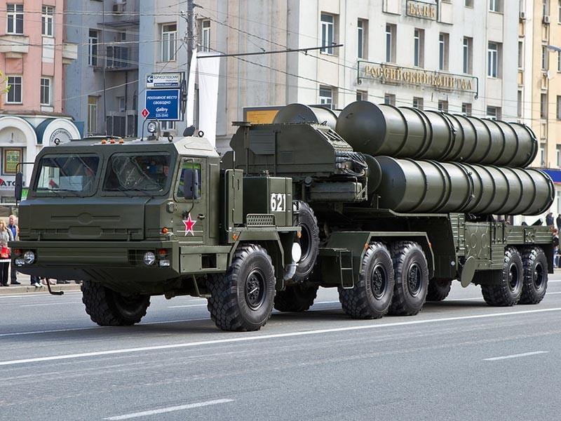 """Саудовская Аравия выразила готовность купить российские системы С-400 """"Триумф"""""""