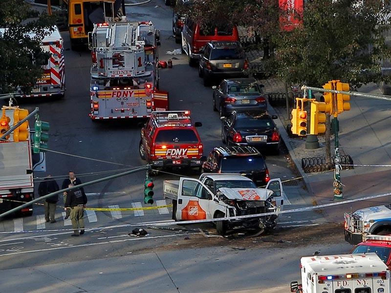 """Примерно в двух кварталах от мемориала жертвам """"11 сентября"""", в финансовом квартале Манхэттена в Нью-Йорке произошла стрельба. Сообщается, что четыре человека погибли, восемь получили ранения"""