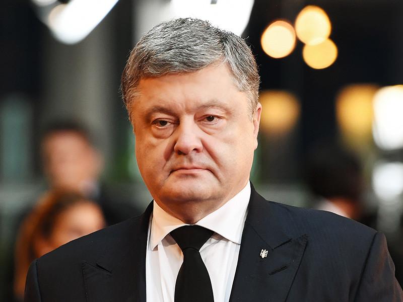 Президент Украины Петр Порошенко отказался встречаться с представителями протестующих рядом со зданием Верховной Рады в центре Киева из-за того, что в состав делегации входили депутаты, видеть которых он не хотел