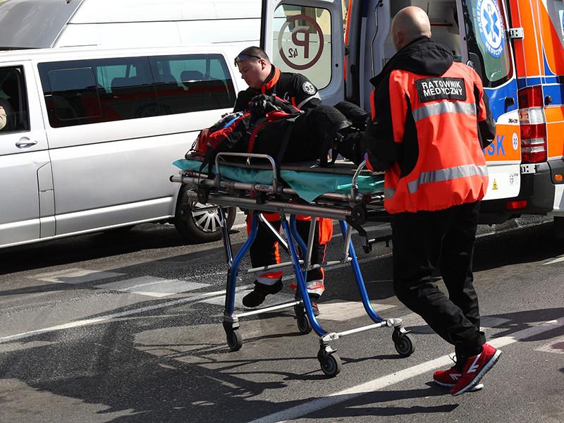 В Польше неизвестный напал с ножом на посетителей торгового центра: восемь человек ранены, один погиб