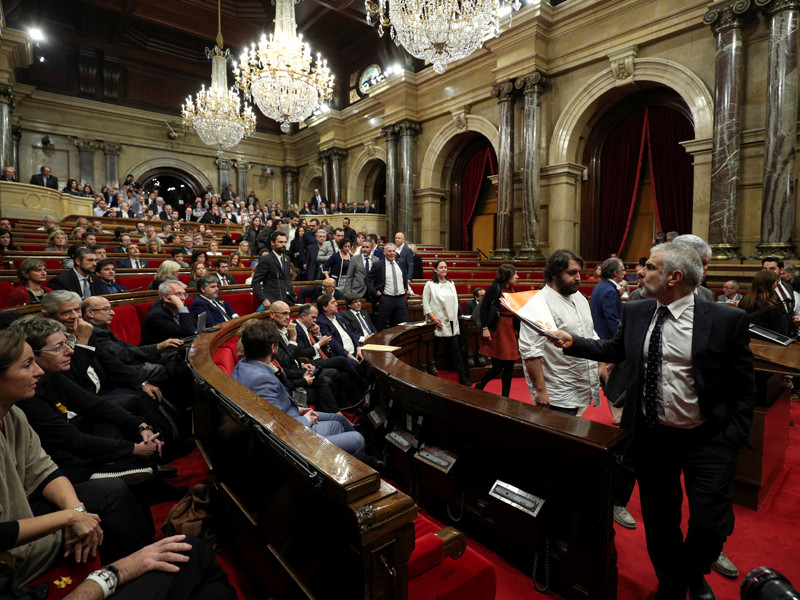 Большинство депутатов парламента Каталонии проголосовали за резолюцию, которая декларирует независимость от Испании