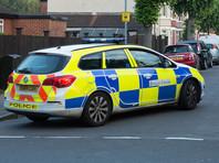 Вооруженный мужчина захватил в воскресенье заложников в здании боулинг-клуба в городе Нанитон графства Уоркшир в центральной части Англии