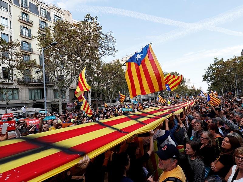 В Барселоне началась демонстрация в поддержку задержанных общественников Каталонии
