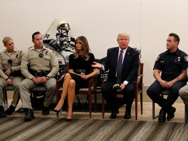 """Президент США Дональд Трамп в Лас-Вегасе похвалил спасательные службы и людей """"невероятного города"""""""