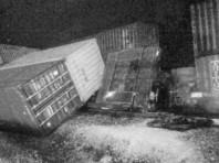 В США сошел с рельсов и врезался в здания товарный состав