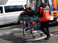 В результате, по меньшей мере, девять человек получили ножевые ранения, один из них скончался