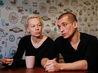Павленский вместе с женой и двумя детьми переехал во Францию из России после попыток возбудить против него уголовное дело