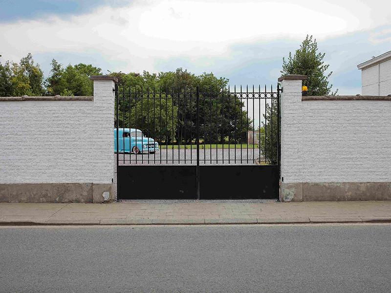 """Жерар Депардье продает дом """"Белое облако"""" в бельгийской деревне богачей"""