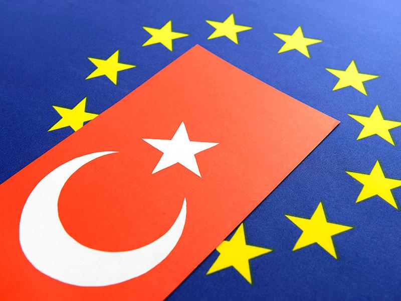 """Евросоюз может сократить финансирование вступления в объединение Турции, переговоры с которой """"почти мертвы"""""""