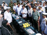 25 октября, Россия передала Филиппинам партию оружия и военной техники, в том числе пять тысяч автоматов Калашникова с боеприпасами к ним и 20 армейских грузовиков