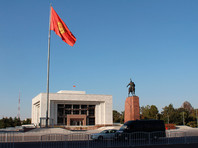 На выборах президента Киргизии идет борьба между двумя кандидатами - экс-премьерами: борьба между финансовым и административным ресурсами